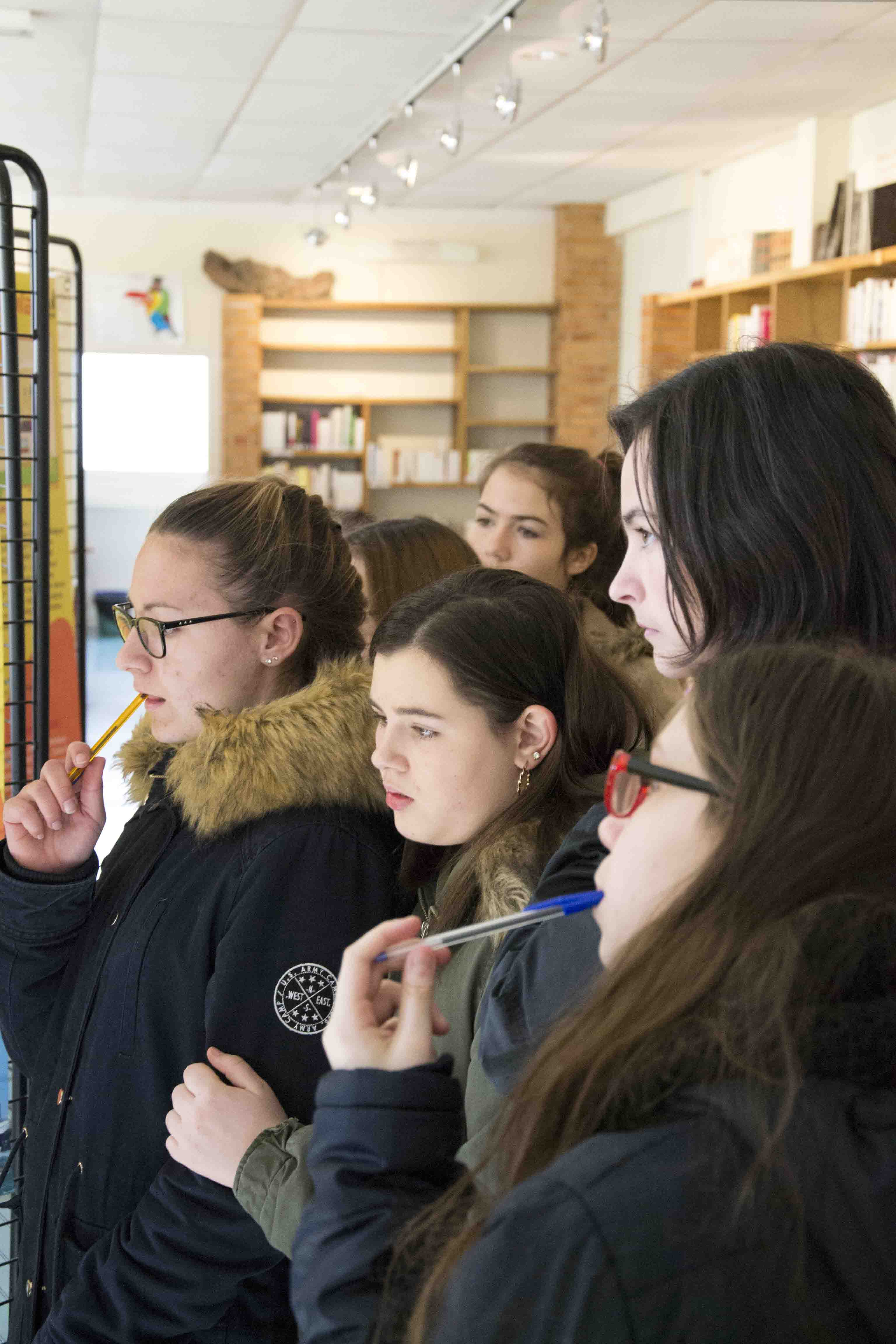 Les élèves de Roumazières recherchent des informations sur divers faits astronomiques.